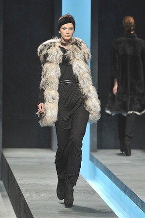 Показы мод Fendi Осень-зима 2009-2010 | Подиум на ELLE - Подиум - фото 3173