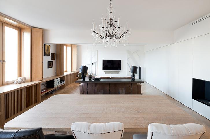 Московский минимализм: светлая квартира с деревянными ставнями (фото 2)