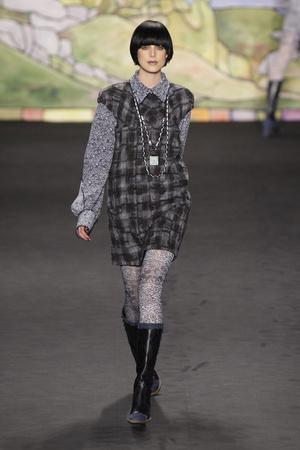 Показ Anna Sui коллекции сезона Осень-зима 2010-2011 года prêt-à-porter - www.elle.ru - Подиум - фото 146705