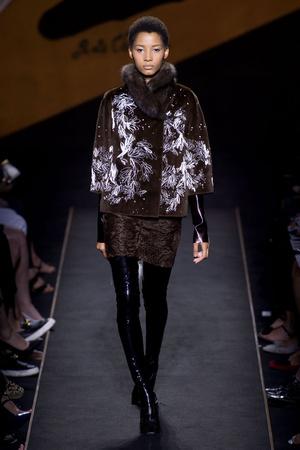 Показ Fendi коллекции сезона Осень-зима 2015-2016 года Haute couture - www.elle.ru - Подиум - фото 597121