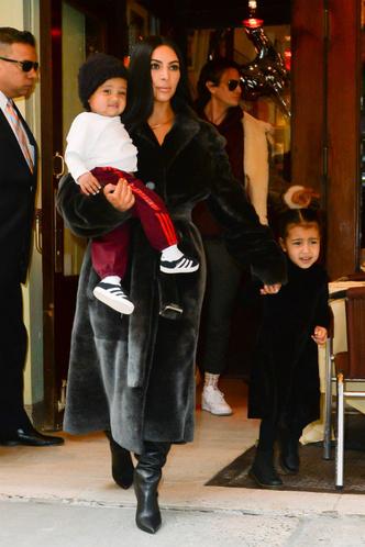 «Я ненавижу быть беременной»: новые подробности о третьем ребенке Ким Кардашьян фото [1]