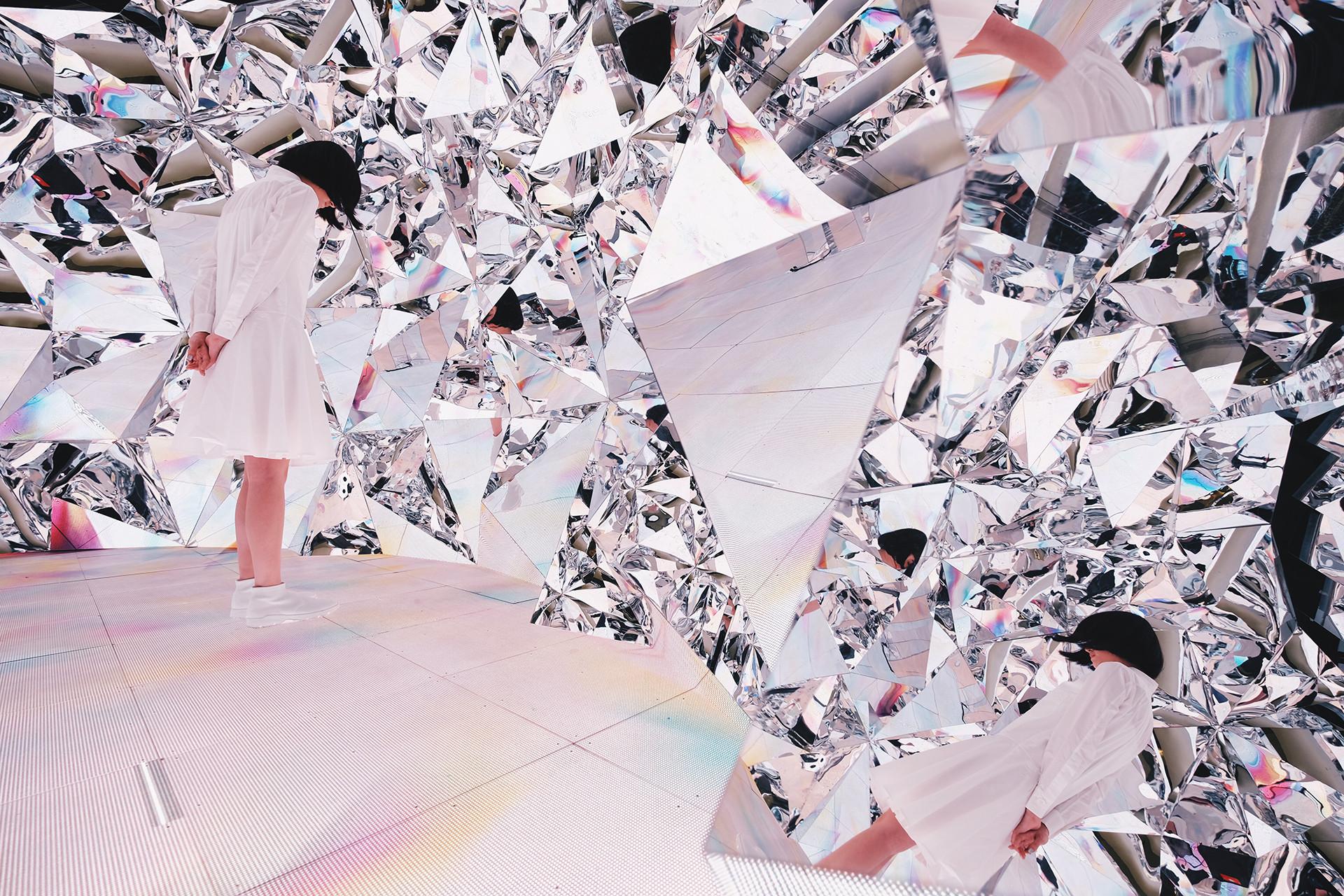 Инсталляция Prismverse | галерея [1] фото [1]
