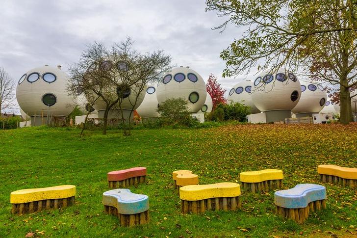 Bolwoningen: дома-шары в Нидерландах (фото 2)