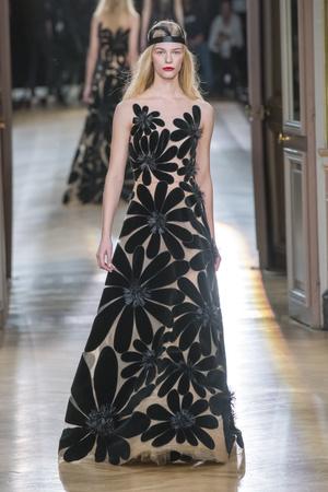 Показ Yanina Couture коллекции сезона Весна-лето 2018 года Haute couture - www.elle.ru - Подиум - фото 674361
