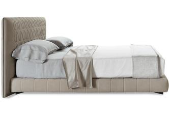 Парное выступление: кровать + ковер (фото 3.1)