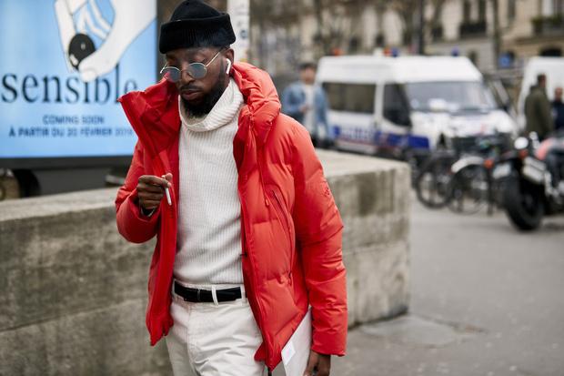 Красные куртки против желтых жилетов: стритстайл на Неделе мужской моды в Париже (фото 1)