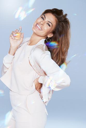Ева Мендес стала лицом нового парфюмерного бренда Avon Eve фото [1]