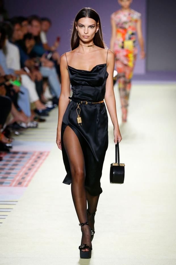 Энциклопедия красоты: 15 супермоделей на показе Versace (фото 7)