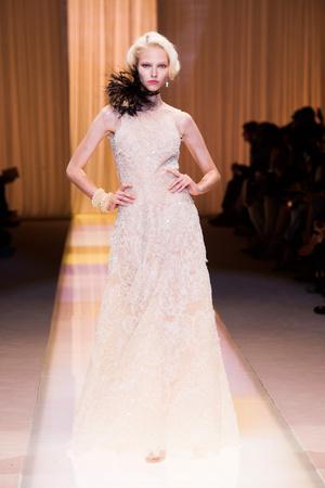 Показ Giorgio Armani Privé коллекции сезона Осень-зима 2013-2014 года haute couture - www.elle.ru - Подиум - фото 556408