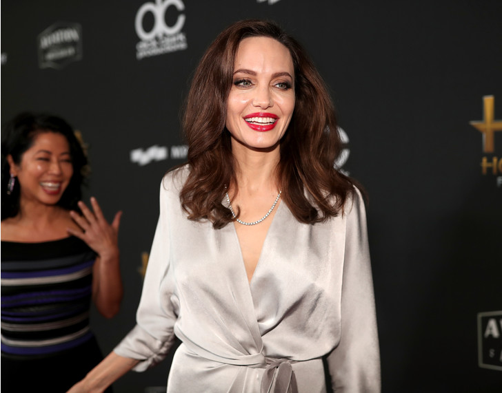 Дива дивная: Анджелина Джоли затмила всех на церемонии Hollywood Film Awards фото [6]