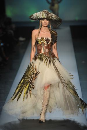 Показ Jean Paul Gaultier коллекции сезона Весна-лето 2010 года Haute couture - www.elle.ru - Подиум - фото 139012
