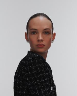 Урок французского (стиля): 5 способов носить серьги согласно ювелирному словарю Chanel (фото 4.2)