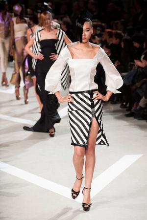Показ Julien Fournie коллекции сезона Весна-лето 2013 года haute couture - www.elle.ru - Подиум - фото 479509