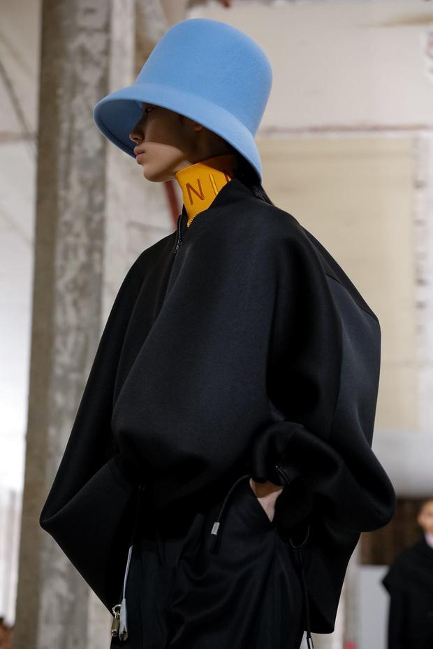 Неоновые шляпы и платья-подушки: Nina Ricci RTW Fall 2019 (фото 13)