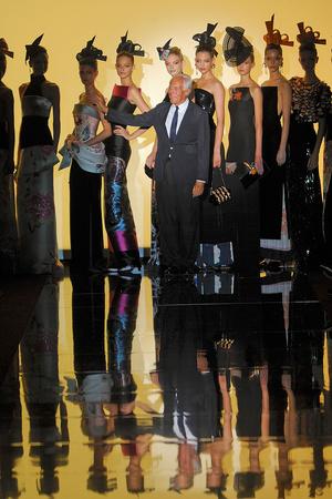 Показ Giorgio Armani Privé коллекции сезона Осень-зима 2011-2012 года haute couture - www.elle.ru - Подиум - фото 277588