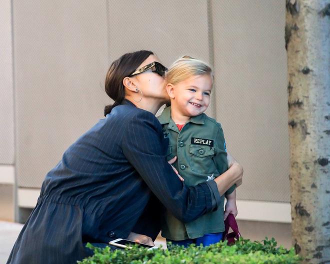 Милашки: Лея де Сьен в объятиях обворожительной мамы Ирины Шейк
