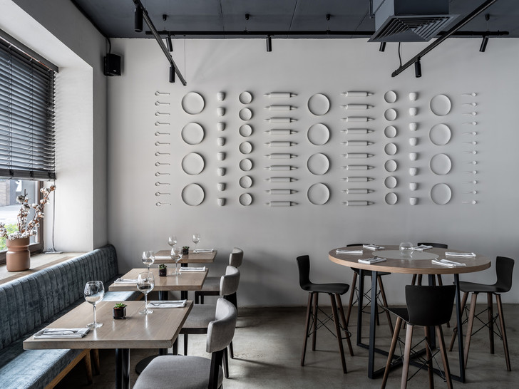Монохромное кафе с кулинарией Lancheria в Москве (фото 0)
