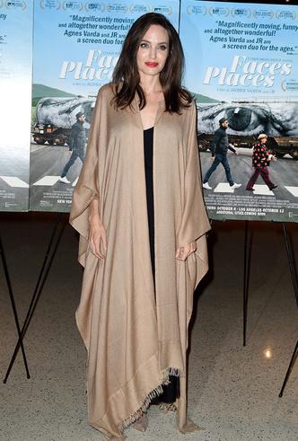 Бьюти-образ дня: Анджелина Джоли в Лос-Анджелесе фото [3]