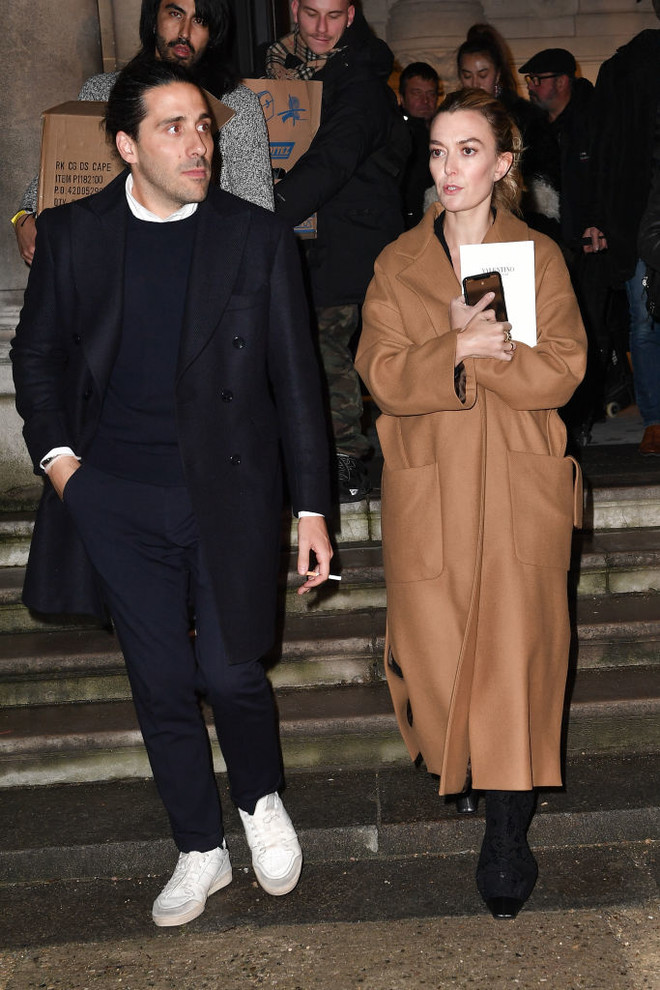Пальто и платье Zara: в чем самая богатая наследница ходит на показы Недель моды? (фото 1)