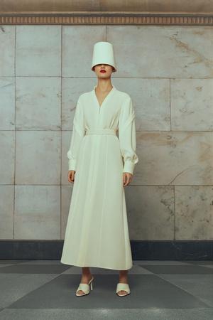 Свадебные платья в стиле 50-х, шляпы и безупречная вышивка: лукбук Edem (фото 6.1)