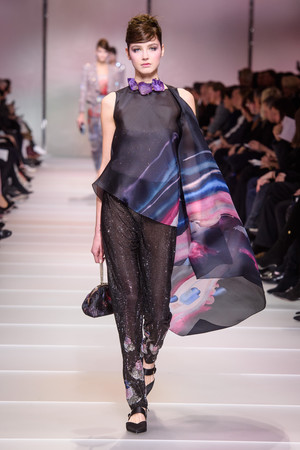 Показ Giorgio Armani Privé коллекции сезона Весна-лето 2018 года Haute couture - www.elle.ru - Подиум - фото 676571