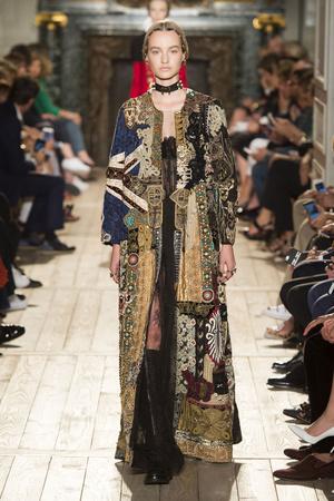 Показ Valentino коллекции сезона Осень-зима 2016-2017 года haute couture - www.elle.ru - Подиум - фото 607381