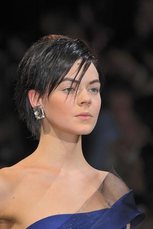 Показ Giorgio Armani Privé коллекции сезона Осень-зима 2009-2010 года haute couture - www.elle.ru - Подиум - фото 87699