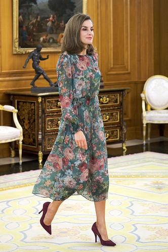 Гардероб монархов: новый выход королевы Летиции в платье Zara фото [1]