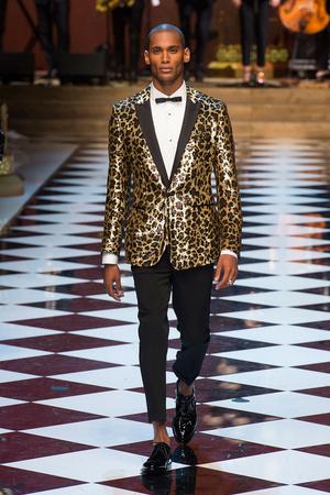 Показ Dolce & Gabbana коллекции сезона Весна-лето  2017 года Men prêt-à-porter - www.elle.ru - Подиум - фото 606697