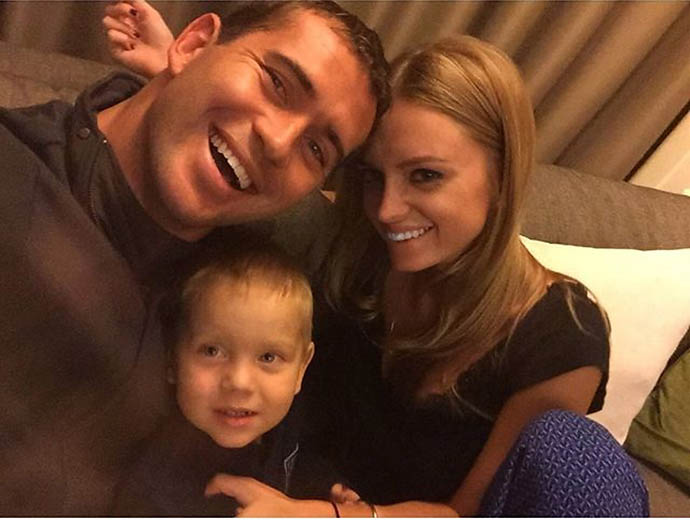 Александр Кержаков с сыном Игорем и женой Миланой Тюльпановой