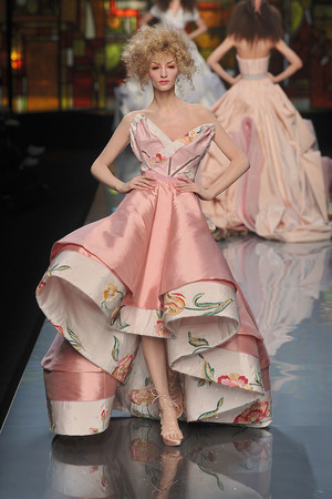 Показ Christian Dior коллекции сезона Весна-лето 2009 года Haute couture - www.elle.ru - Подиум - фото 86390