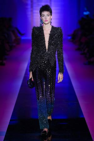 Показ Armani Privé  коллекции сезона Осень-зима 2015-2016 года Haute couture - www.elle.ru - Подиум - фото 597028