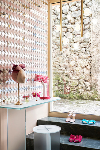 Нежно-розовый бутик по дизайну Кристины Челестино (фото 14.1)