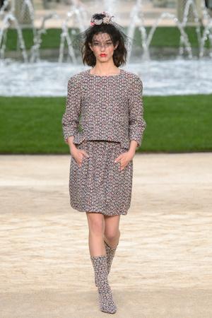 Показ Chanel коллекции сезона Весна-лето 2018 года Haute couture - www.elle.ru - Подиум - фото 673941