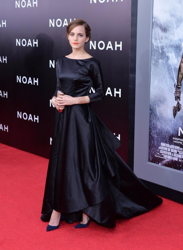Стиль Эммы Уотсон: черное платье в пол