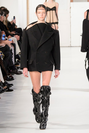Показ Maison Margiela коллекции сезона Весна-лето  2017 года Haute couture - www.elle.ru - Подиум - фото 616624