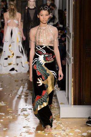 Показ Valentino коллекции сезона Весна-лето  2016 года haute couture - www.elle.ru - Подиум - фото 603093