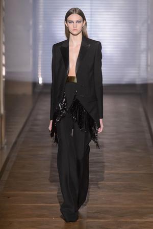 Показ Givenchy коллекции сезона Весна-лето 2018 года Haute couture - www.elle.ru - Подиум - фото 674681