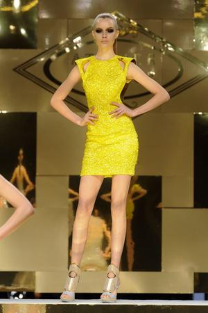 Показ Versace Haute Couture коллекции сезона Весна-лето 2012 года Haute couture - www.elle.ru - Подиум - фото 330093