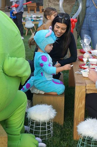 Ким и Кортни Кардашьян устроили детям праздник (фото 2)