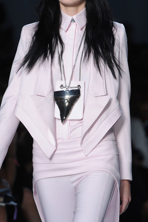 Показ Givenchy коллекции сезона Весна-лето 2012 года Prêt-à-porter - www.elle.ru - Подиум - фото 315658