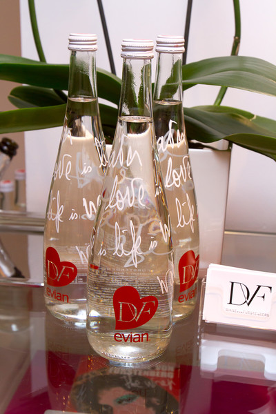 бутылки Diane Von Furstenberg for Evian