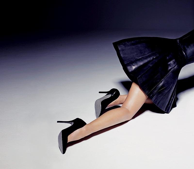 Фото девушек со спины в чулках на поясе на шпильках фото 547-660