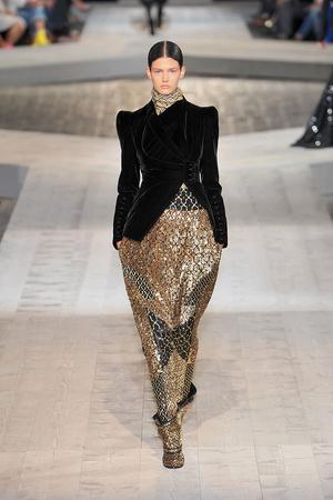 Показ Givenchy коллекции сезона Осень-зима 2009-2010 года haute couture - www.elle.ru - Подиум - фото 87750
