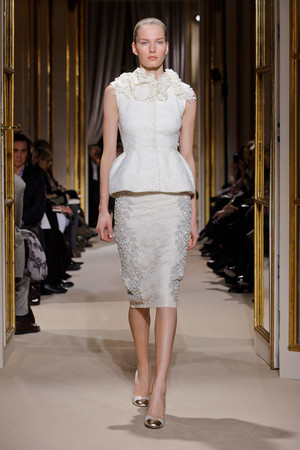 Показ Giambattista Valli коллекции сезона Весна-лето 2012 года Haute couture - www.elle.ru - Подиум - фото 330857