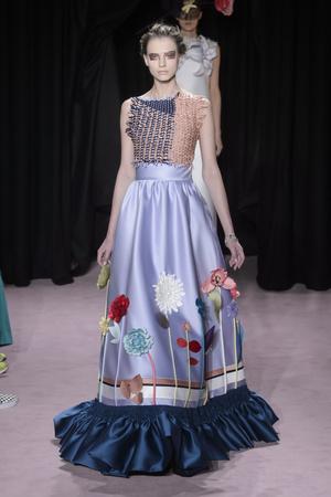 Показ Viktor & Rolf коллекции сезона Весна-лето 2018 года Haute couture - www.elle.ru - Подиум - фото 677221