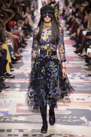 Показ Christian Dior коллекции сезона осень-зима  2018-2019 года Prêt-à-porter - www.elle.ru - Подиум - фото 703321