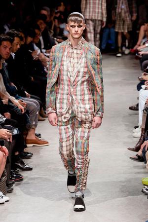 Показы мод Comme des Garcons Весна-лето 2014 | Подиум на ELLE - Подиум - фото 3504