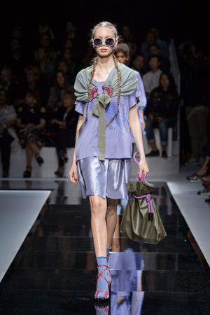 Показы мод Emporio Armani Весна-лето  2017 | Подиум на ELLE - Подиум - фото 4701