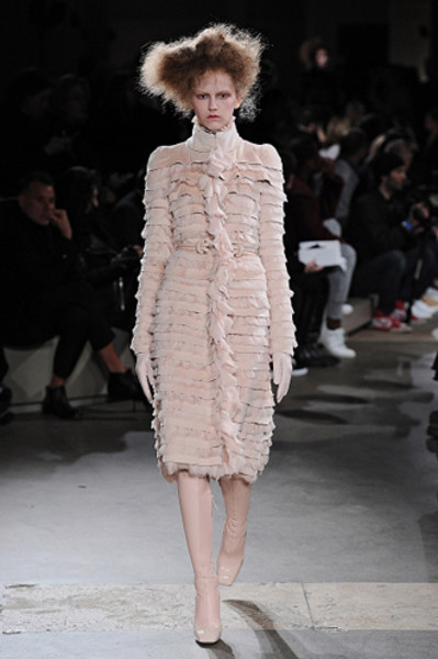 Неделя моды в Париже: показы Alexander McQueen и Paul & Joe ready-to-wear осень — зима 2015-2016 | галерея [1] фото [10]